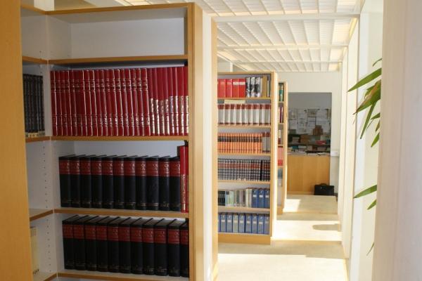 biblio2D1F24B92-DC70-86D4-A267-CEDF6F947380.jpg