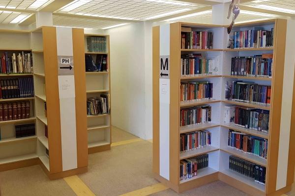 bibliothekCF10AE55-8032-3E65-20B8-3270F92B95D1.jpg